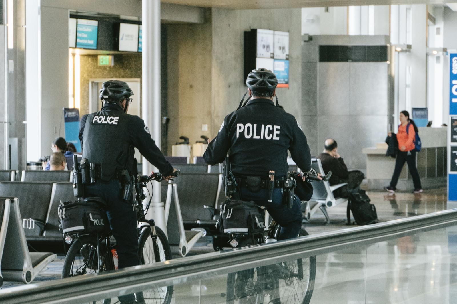 年収 警察 官 ノンキャリアの警察官の厳しい出世競争と退職金